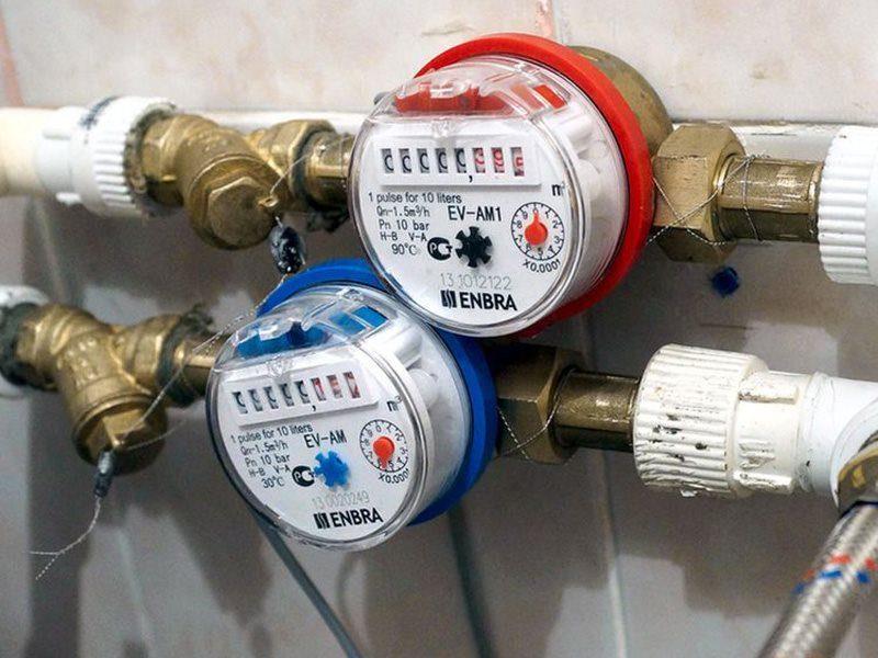 Установка двух счетчиков воды, холодной и горячей, стоит 3700 рублей