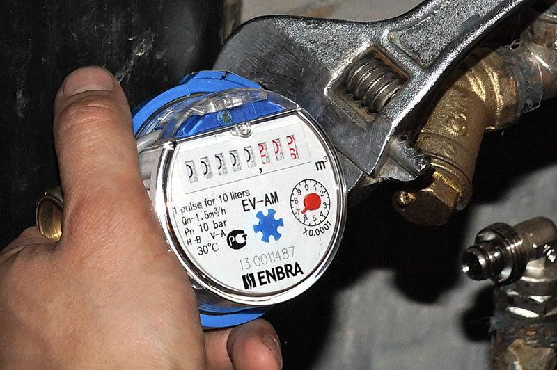 Заменить или выполнить ремонт счетчиков воды